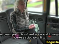 Glam amateur tourist facialized in london cab