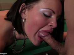 Bored Romana needs no billiard but two dicks for a blowjob