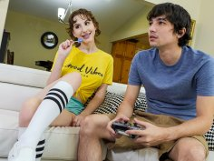Busty amateur teen with braces blows off a gamer